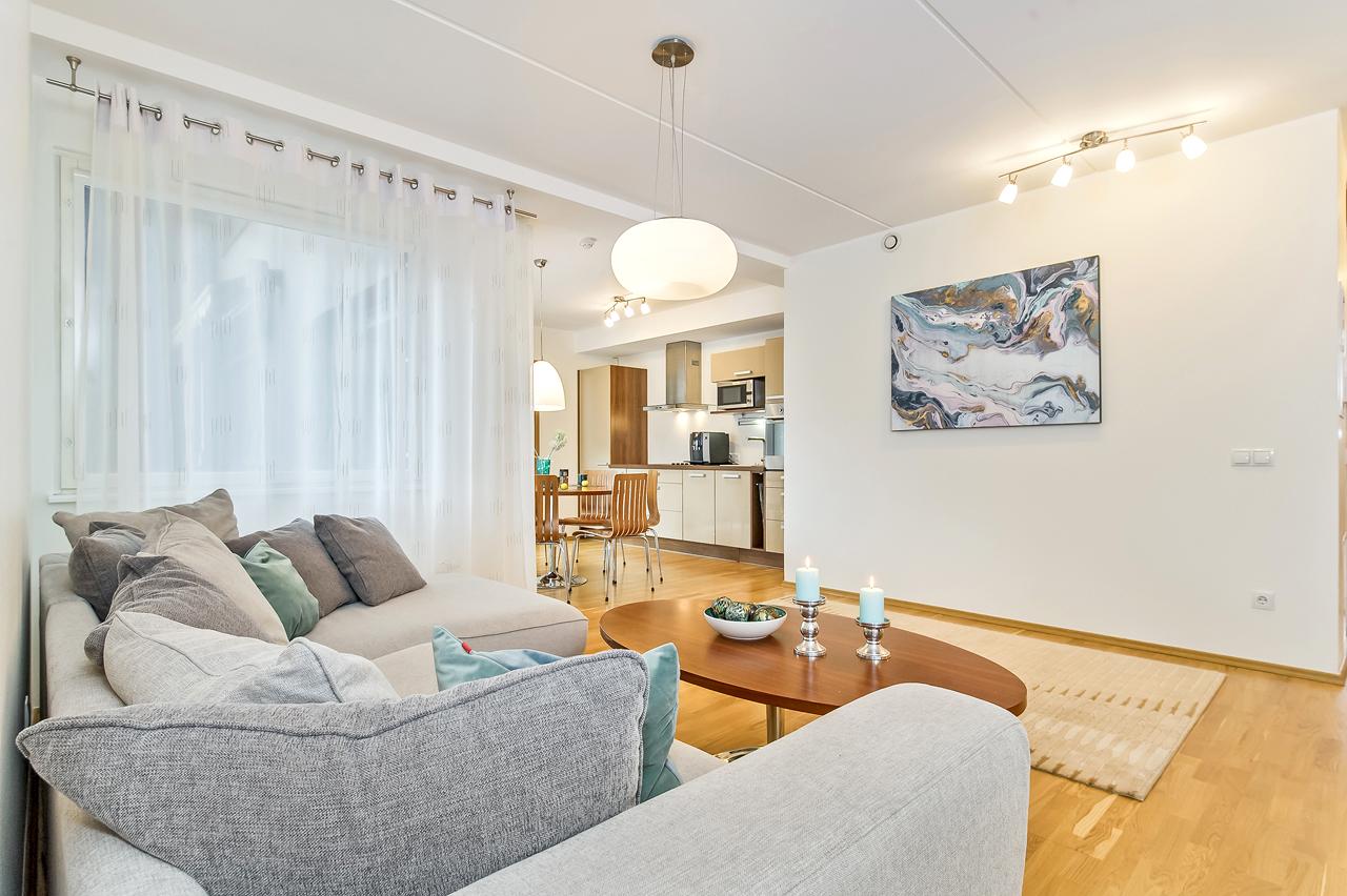 Bensiini 5 – mereäärne üürikodu sauna, terrassi ja garaažiga